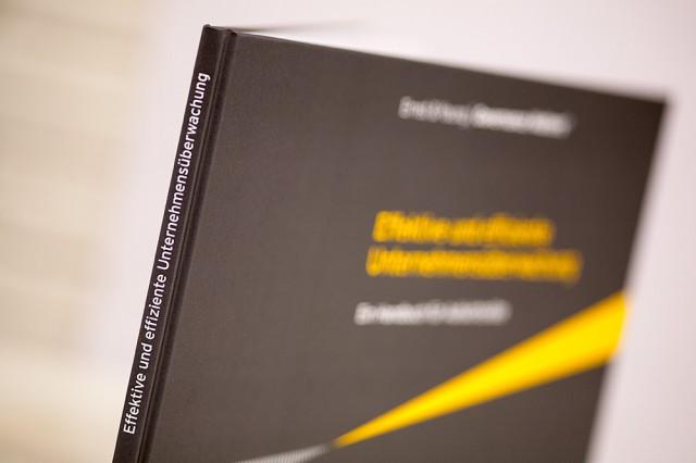 "Das Handbuch ""Corporate Governance"""